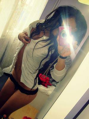 Simonne from  is looking for adult webcam chat