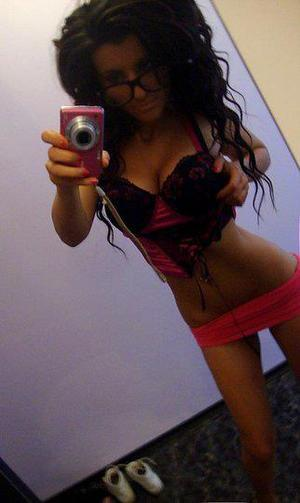 Glinda is looking for adult webcam chat