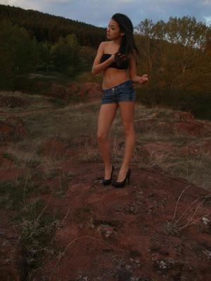 Lilliam from Sweet Home, Oregon is looking for adult webcam chat